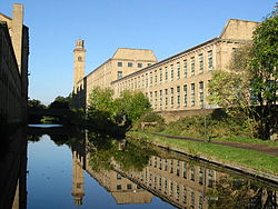 250px-Saltaire_from_Leeds_and_Liverpool_Canal