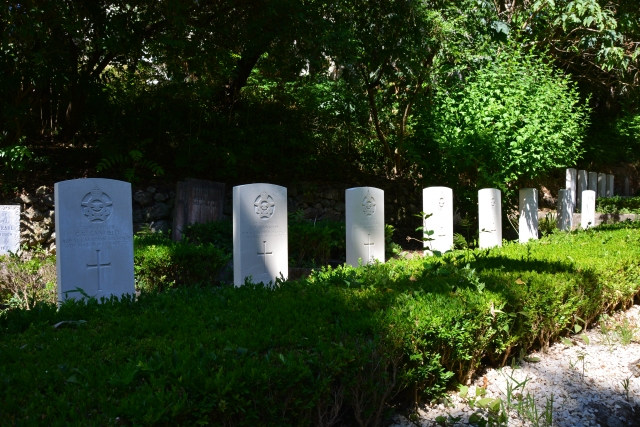 Commonwealth war graves in the British Cemetery