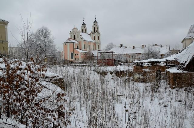 Unorthodox view of Šv. Kotrynos bažnyčia in winter