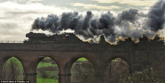 2FE96A6600000578-3390233-The_iconic_Flying_Scotsman_pictured_returned_to_the_tracks_for_t-m-88_1452255688362.jpg