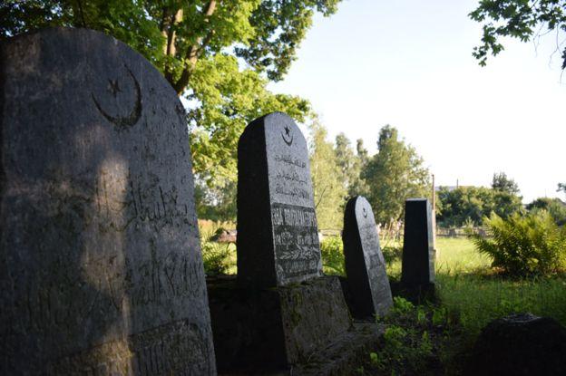 _87441467_gravestones976nemezis
