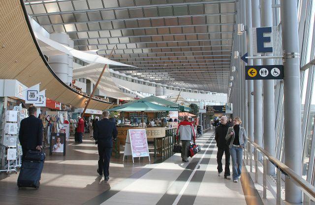 1280px-Arlanda_Skycity_shopping.jpg