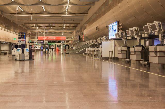 Stockholm-Arlanda_Airport_Terminal_5_c.jpg